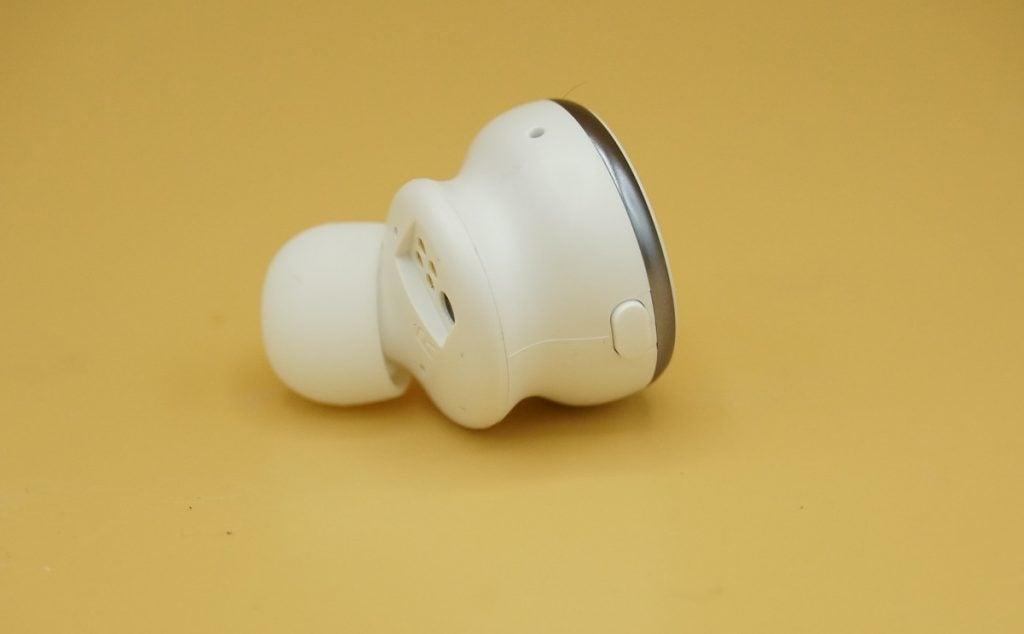Button on Kygo Xellence earbud