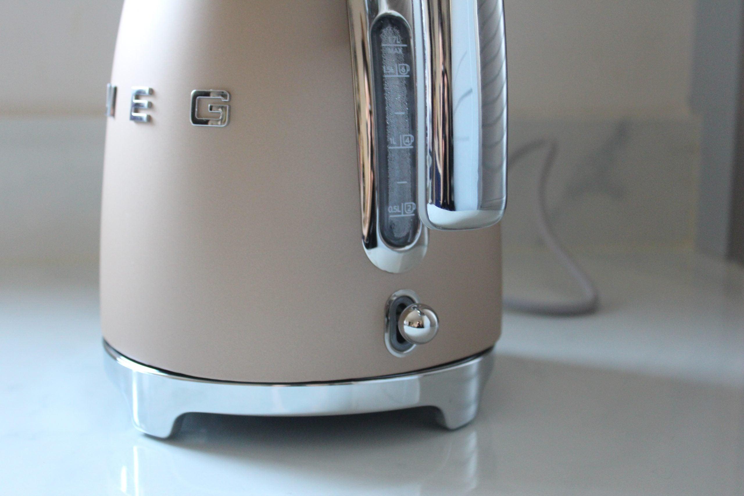 Чайник Smeg 50's Style KLF03 окно