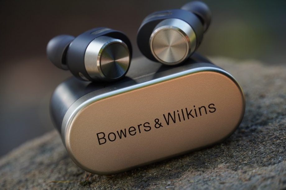 image of Bowers and Wilkins PI7 and charging case