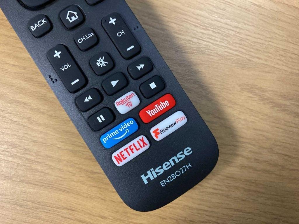 Control remoto Hisense A7100F con acceso directo a servicios de transmisión
