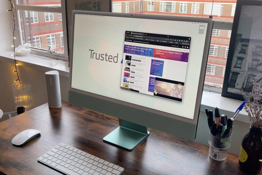 iMac 24-inch with browser open for performance
