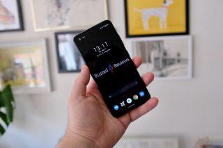 Asus Zenfone 8 showing the display