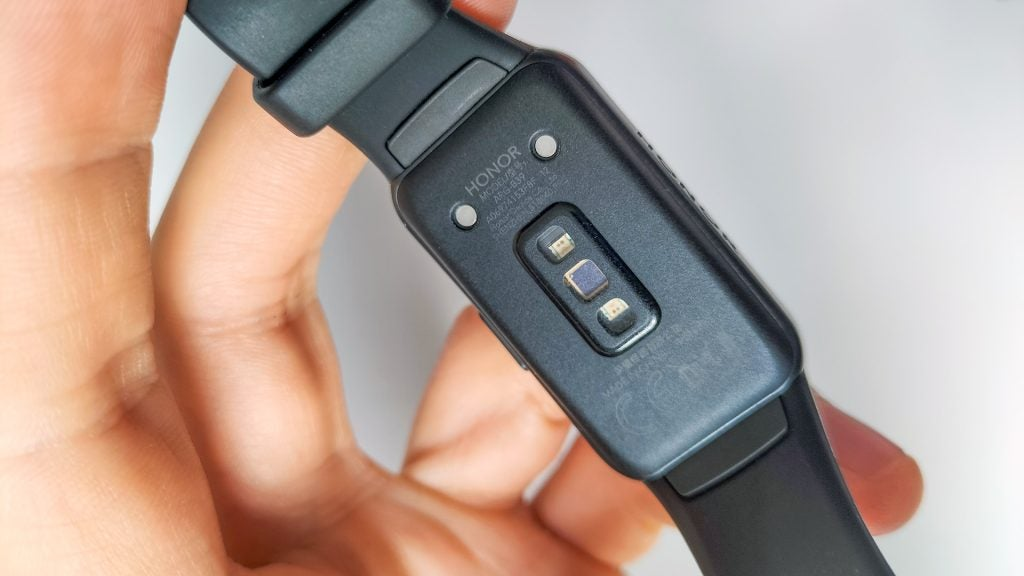 The heart rate monitor on the back of the Band 6