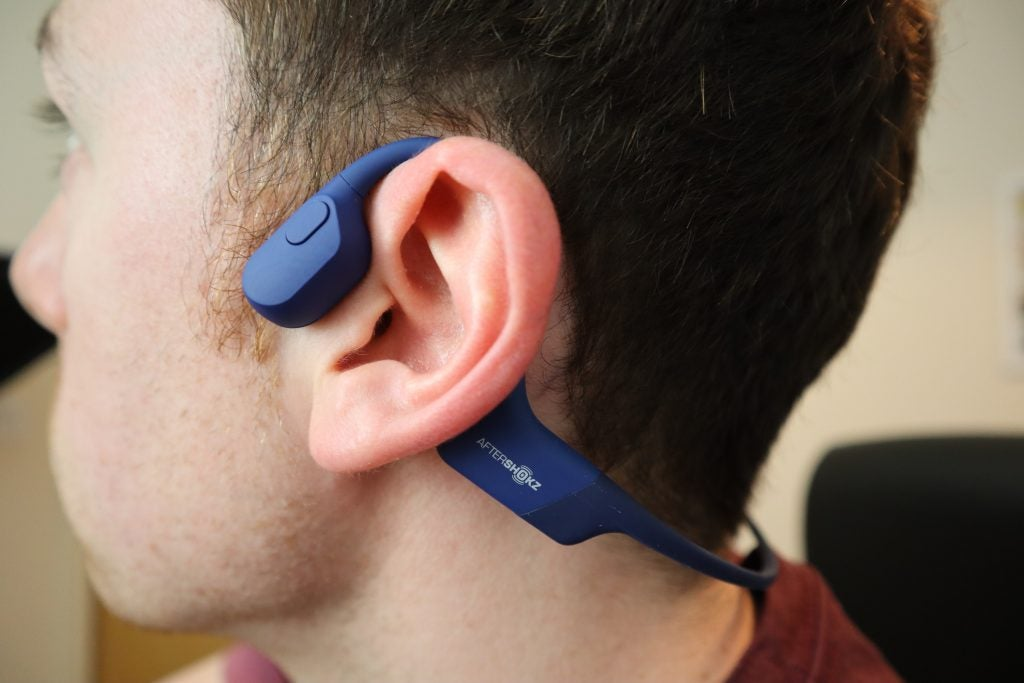 The connecting band of the Aftershokz Aeropex can get caught on clothing occasionally