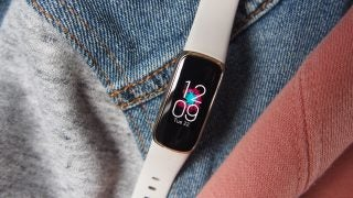 Fitbit Luxe has a colour display