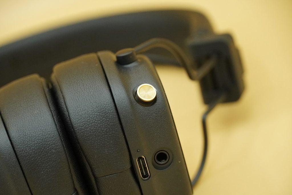 control dial on Marshall Major IV on-ear