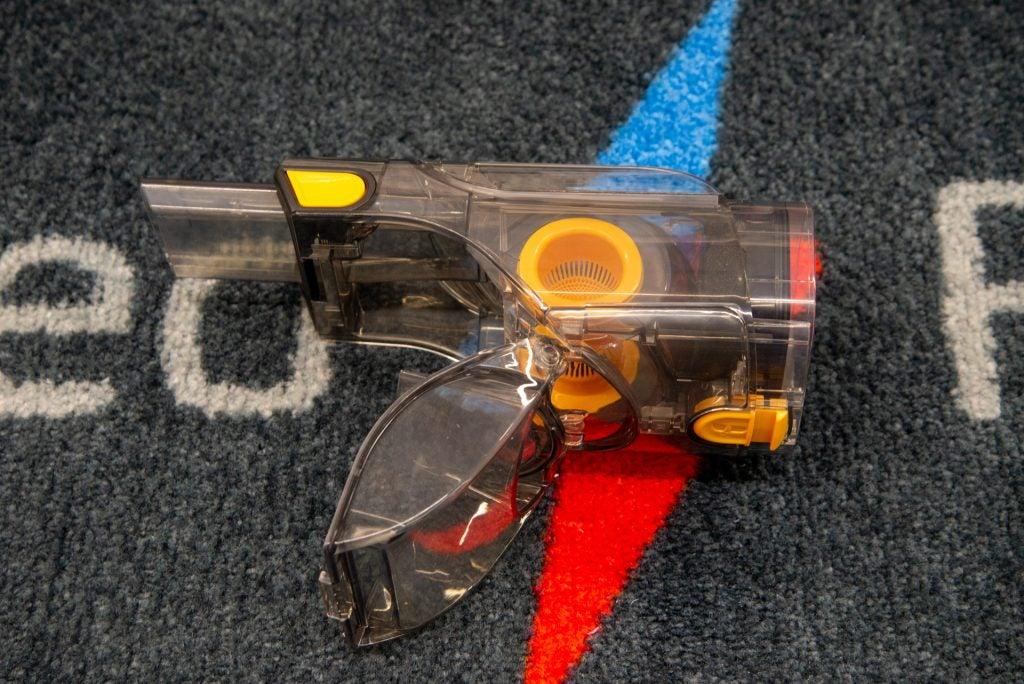 Shark UltraCyclone Pet Pro+ CH951 emptying