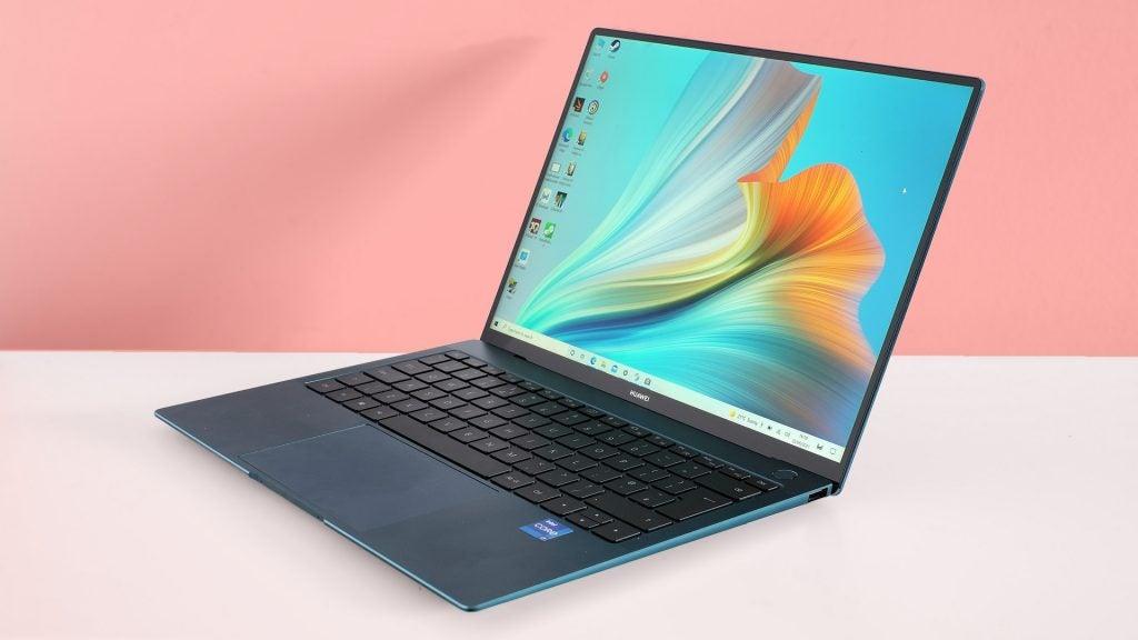Huawei MateBook X Pro (2021) sitting on a desk