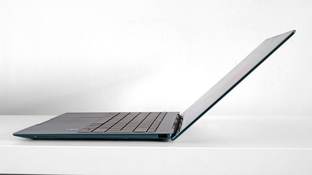 Huawei MateBook X Pro (2021) viewed from the side