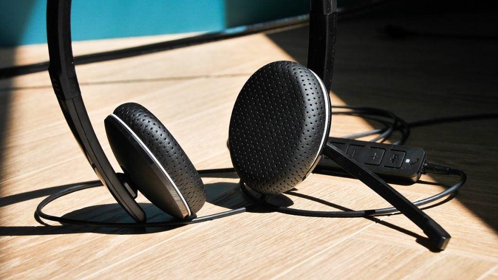 EPOS Adapt 165T earpad close up