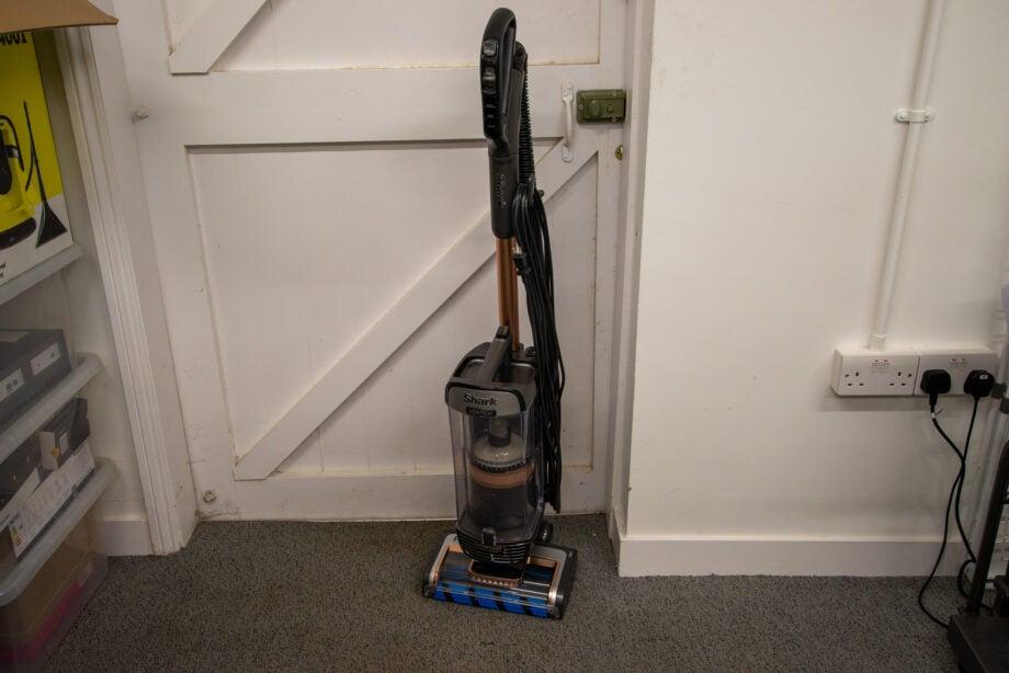 Shark Vertex DuoClean PowerFins Upright Vacuum with Powered Lift-Away AZ2002 hero