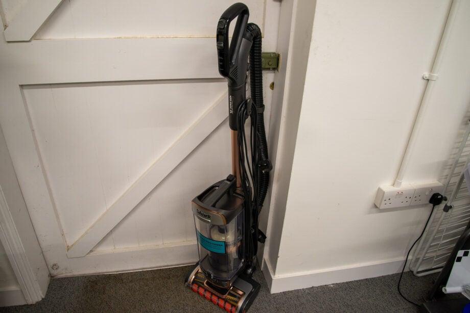 Shark Anti Hair Wrap Upright Vacuum Cleaner XL with Powered Lift-Away & TruePet PZ1000UKT hero