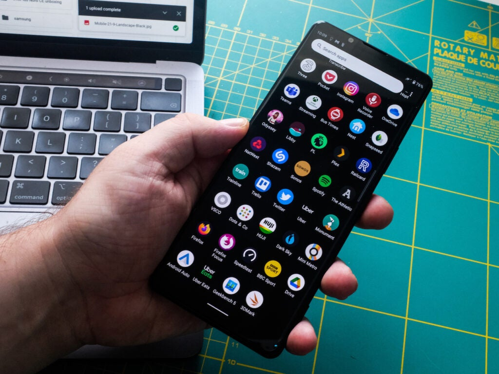 SonyXperia1III scrolling through apps