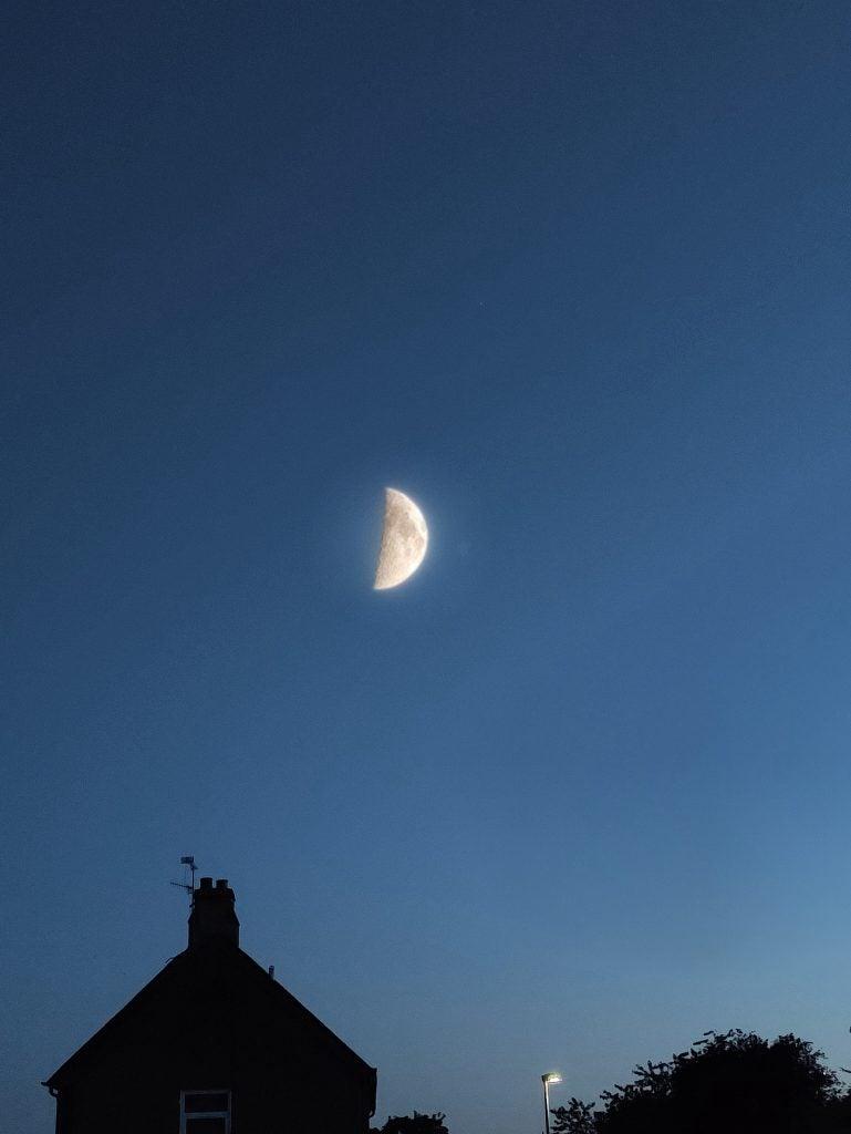ZTE Axon 30 Ultra moonshotsample1