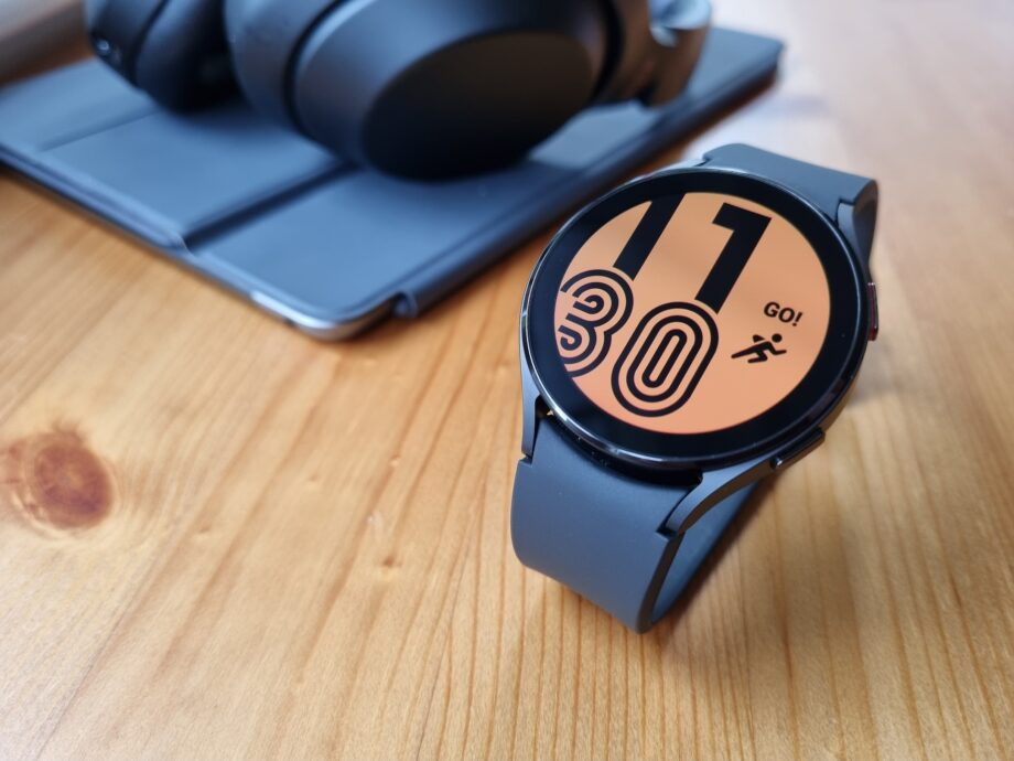 One of the sportier looking watch faces from the Galaxy Watch 4