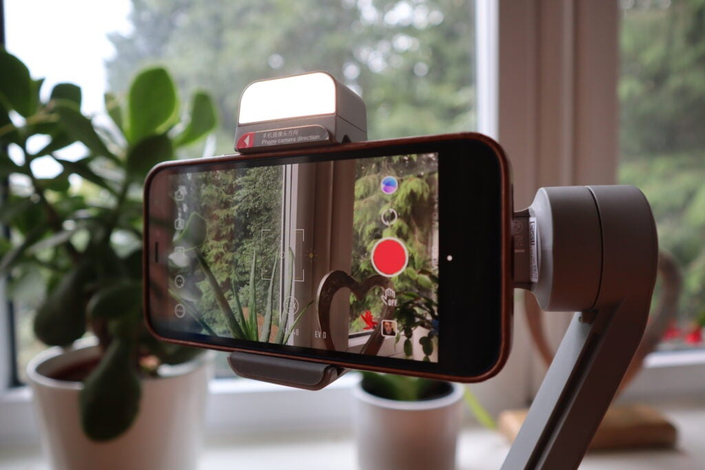 The Smooth-Q3 has a built-in fill light for selfie shots
