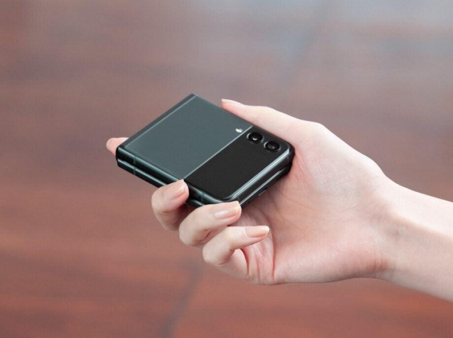 Samsung Galaxy Z Flip 3 (4) (Medium)