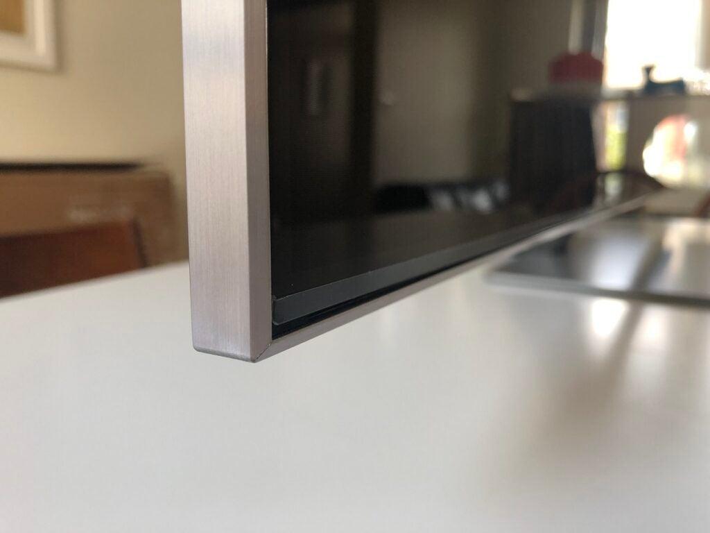 Samsung QE55QN85A кромка лицевой панели
