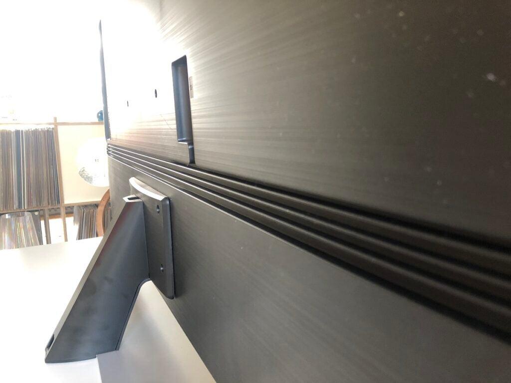 Центральная подставка Samsung QE55QN85A