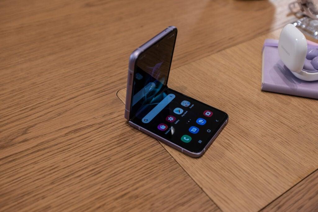Galaxy Z Flip 3 abierto