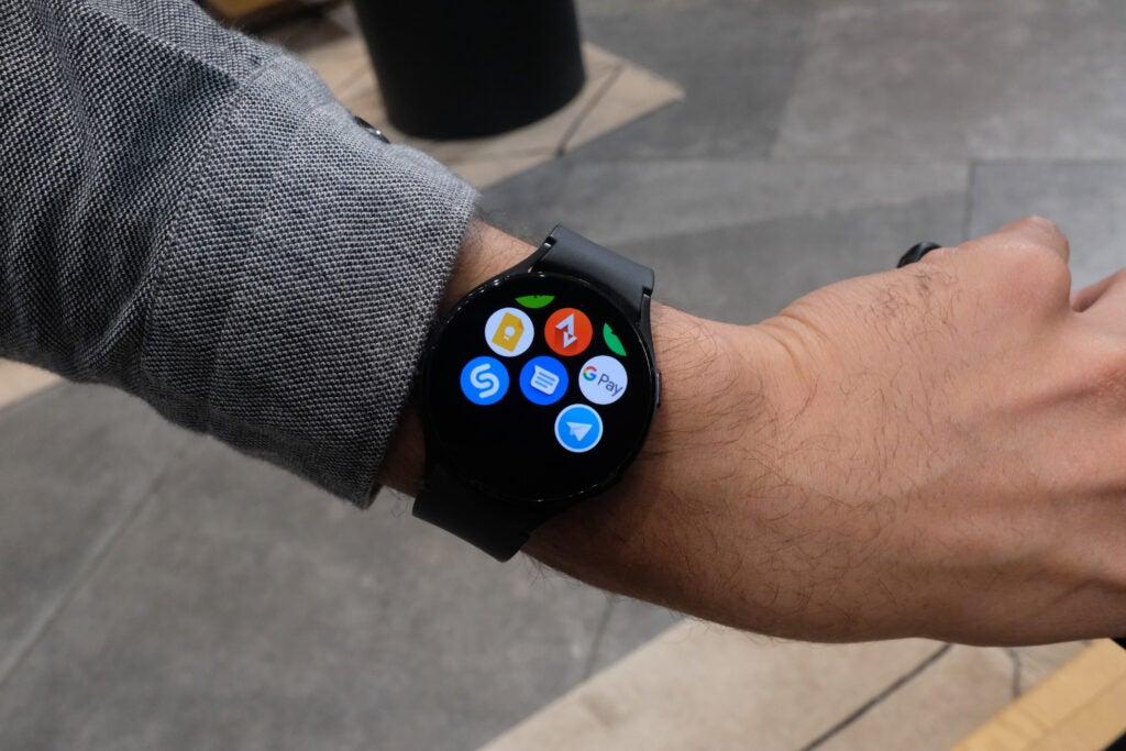 Galaxy Watch 4 с Google Pay
