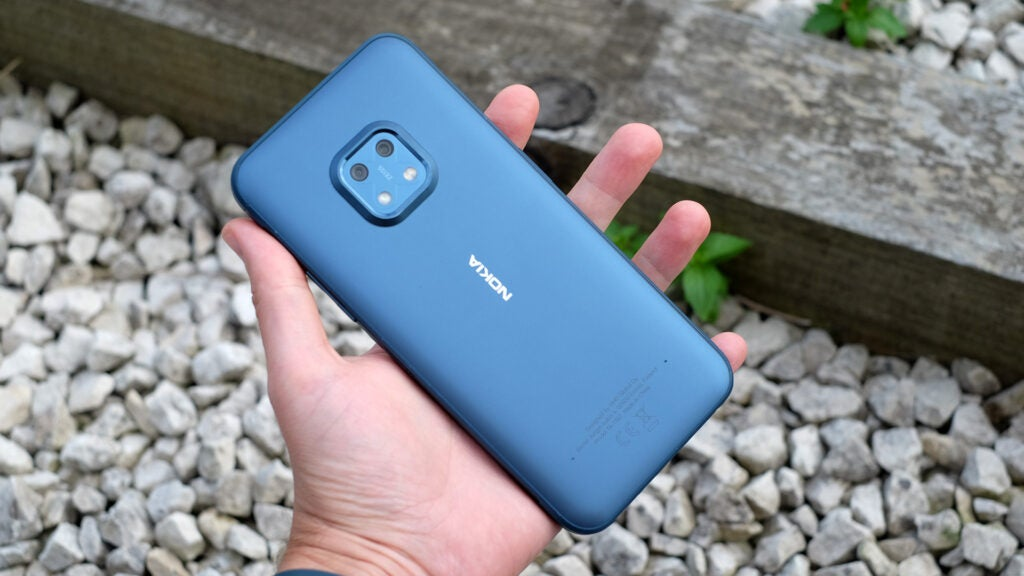 Прочная задняя панель Nokia XR20