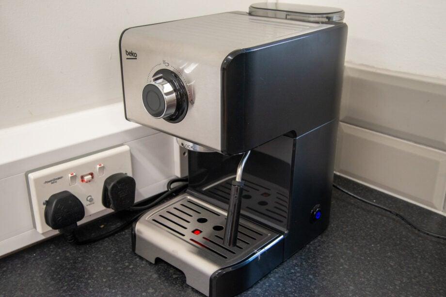 Beko Espresso Coffee Machine CEP5152 hero