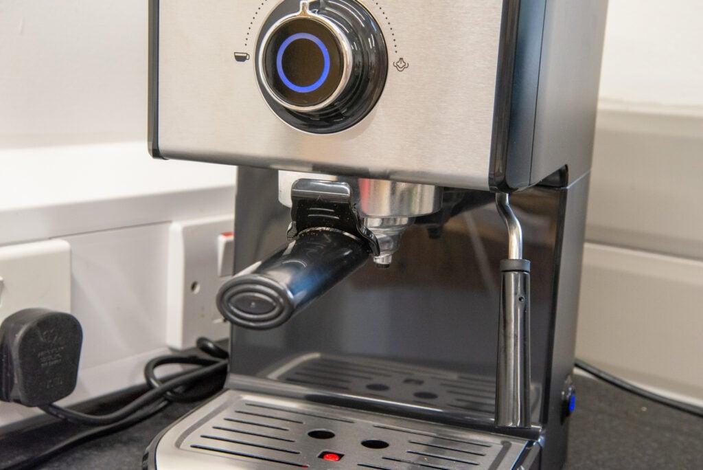 Beko Espresso Coffee Machine CEP5152 group handle