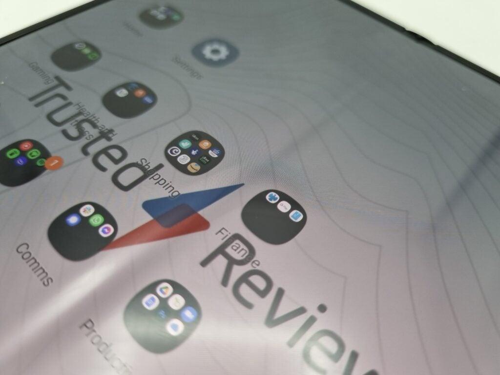 Galaxy Z Fold 3 crease