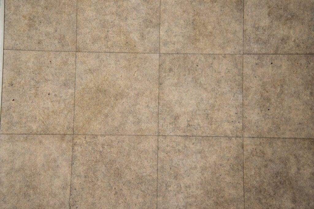 Yeedi Vac Station clean hard floor