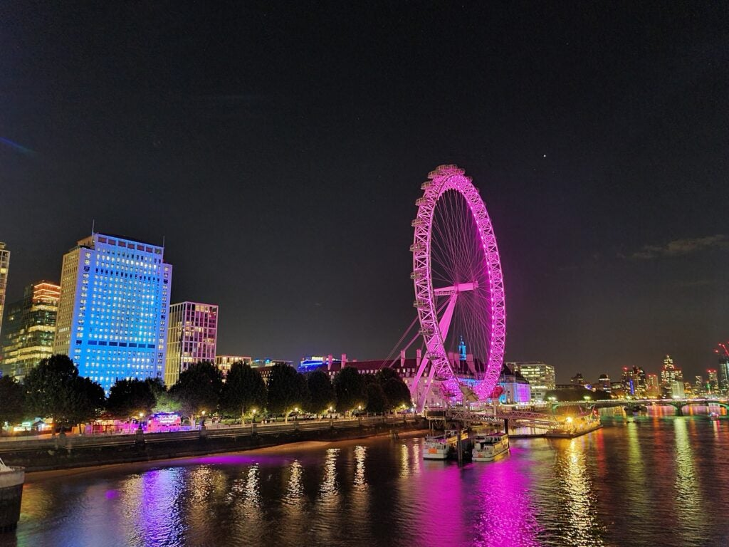 Una foto tomada con el Galaxy S20 Ultra de noche